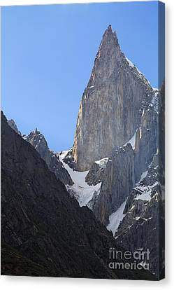 Lady's Finger Peak  Canvas Print by Robert Preston
