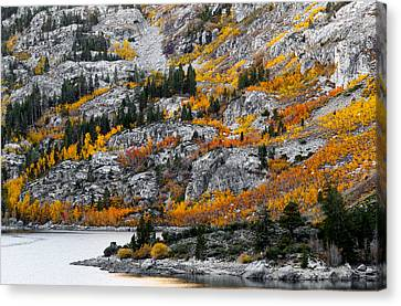 Lake Sabrina At Dawn Canvas Print by Joe Doherty