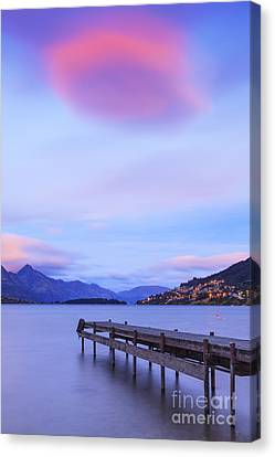 Lake Wakatipu Queenstown New Zealand Canvas Print by Colin and Linda McKie