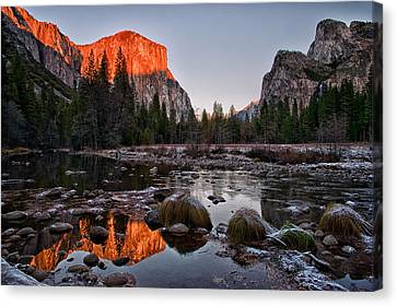 Last Light At Valley View Canvas Print by Cat Connor