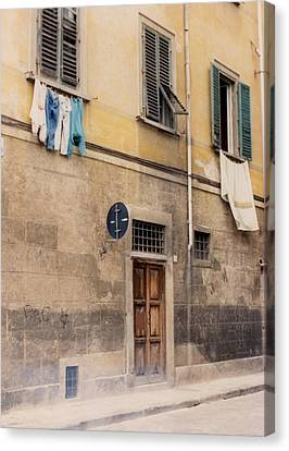 Laundry Day In Verona Canvas Print by Suzanne Gaff