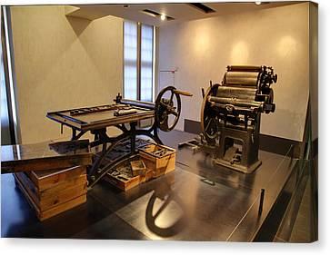 Les Invalides - Paris France - 011343 Canvas Print by DC Photographer