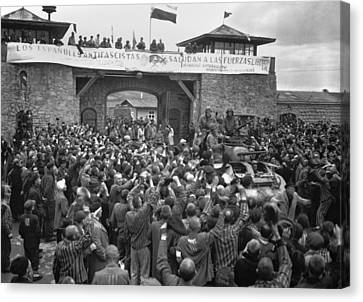 Liberated Prisoners In The Mauthausen Canvas Print by Everett