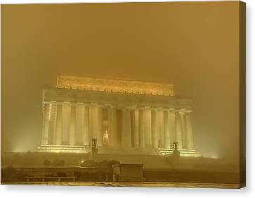 Lincoln Memorial In The Fog Canvas Print