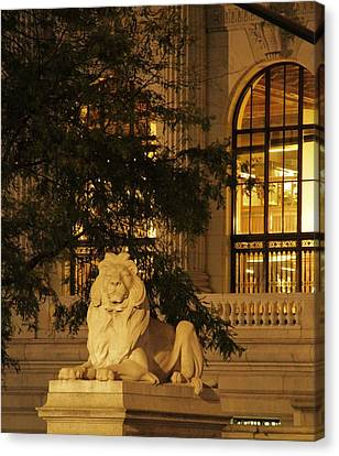 Lion Statue In New York City Canvas Print by Dan Sproul