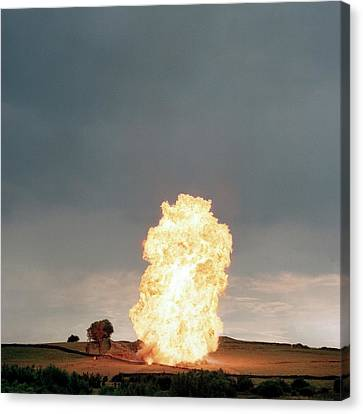 Liquid Petroleum Gas Tank Failure Testing Canvas Print by Crown Copyright/health & Safety Laboratory Science Photo Library