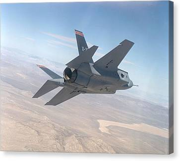 Lockheed Martin F-35 Joint Strike Fighter Upsized Canvas Print by L Brown