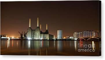Canvas Print featuring the photograph London 2 by Mariusz Czajkowski