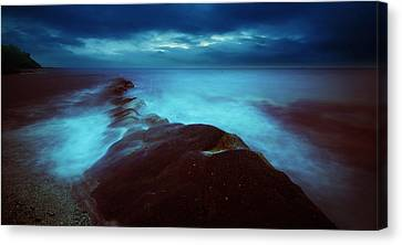 Canvas Print featuring the photograph Lonely Twilight Tide by Afrison Ma