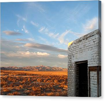 Looking Northward Canvas Print by Glenn McCarthy Art and Photography