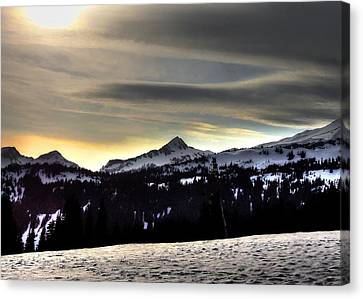 Looking West At Pyramid Peak Canvas Print by Peter Mooyman