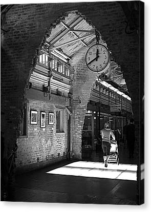 Canvas Print featuring the photograph Lunchtime At Chelsea Market by Rona Black