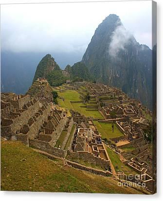 Machu Picchu Canvas Print by Mariusz Czajkowski