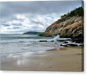 Canvas Print featuring the photograph Maine's Sand Beach by Gene Cyr