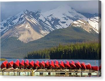 Maligne Lake, Jasper National Park Canvas Print by Peter Adams