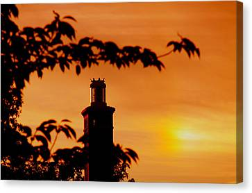Canvas Print featuring the photograph Mamaroneck Lighthouse Nearing Sunset by Aurelio Zucco