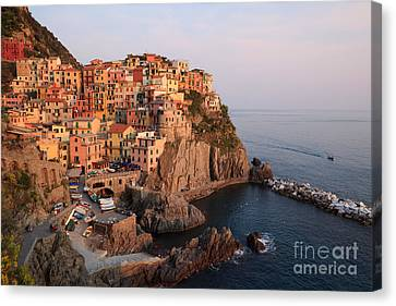 Manarola At Sunset In The Cinque Terre Italy Canvas Print by Matteo Colombo