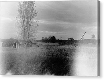 Canvas Print featuring the photograph Maple Ridge Rd Farm by Daniel Thompson