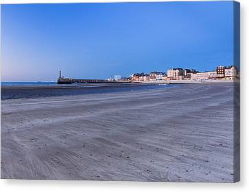 Margate Sands Canvas Print by Ian Hufton