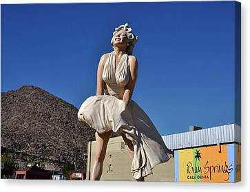 Marilyn Monroe Statue In Palm Springs California Canvas Print by Diane Lent