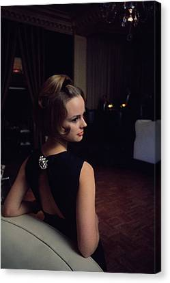 Marion Copeland In The Pump Room Canvas Print by David Mccabe