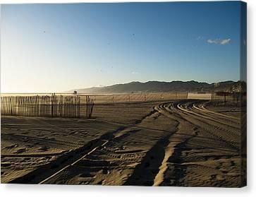 Mark In The Sand - Santa Monica Beach Canvas Print by Oscar Karlsson