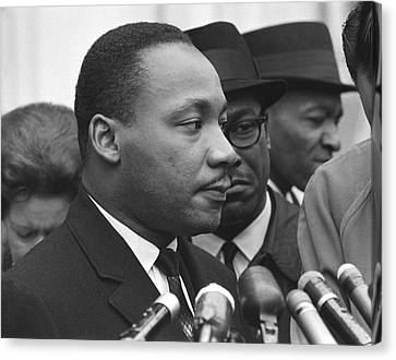 Martin Luther King, Jr Canvas Print by Warren K. Leffler