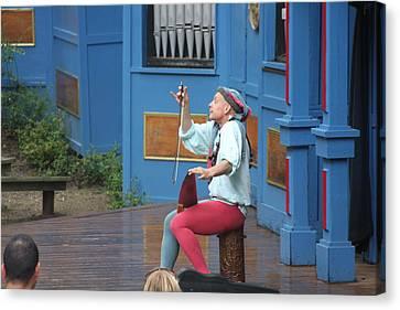 Maryland Renaissance Festival - A Fool Named O - 121232 Canvas Print by DC Photographer
