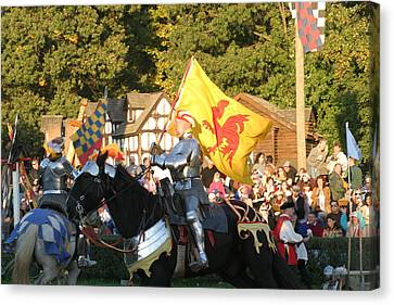 Maryland Renaissance Festival - Jousting And Sword Fighting - 121223 Canvas Print by DC Photographer