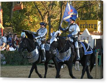 Maryland Renaissance Festival - Jousting And Sword Fighting - 121227 Canvas Print by DC Photographer