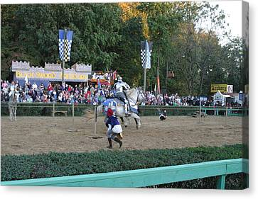 Maryland Renaissance Festival - Jousting And Sword Fighting - 121254 Canvas Print by DC Photographer
