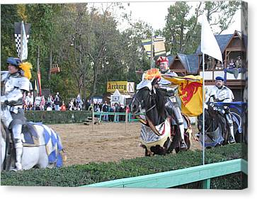 Maryland Renaissance Festival - Jousting And Sword Fighting - 121259 Canvas Print by DC Photographer