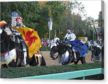 Maryland Renaissance Festival - Jousting And Sword Fighting - 121260 Canvas Print by DC Photographer