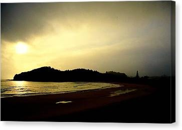 Matapouri At Sunrise Canvas Print by Peter Mooyman