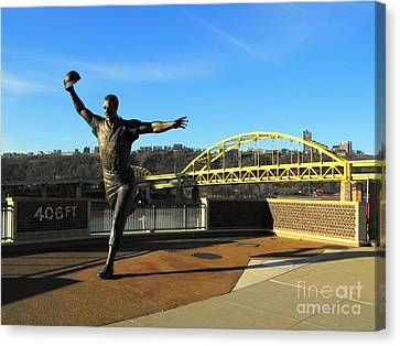 Maz Again In 2011 Canvas Print by Spencer McKain