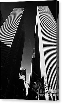 Mcgraw Hill And Celanese Building Part Of The Rockefeller Center Midtown New York City Canvas Print by Joe Fox