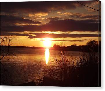 Canvas Print featuring the photograph Metro Beach Sunset by Bill Woodstock