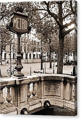 Metro Franklin Roosevelt - Paris - Vintage Sign And Streets Canvas Print