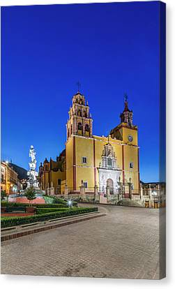 Mexico, Guanajuato, Plaza De La Paz Canvas Print by Rob Tilley