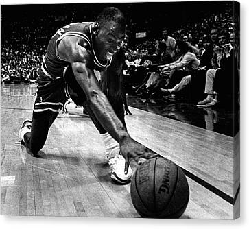 Michael Jordan Reaches For The Ball Canvas Print