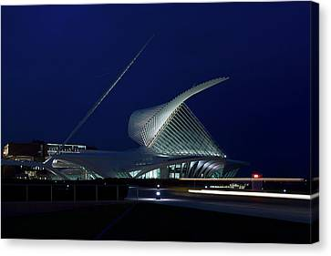 Milwaukee Art Museum Canvas Print by Chuck De La Rosa