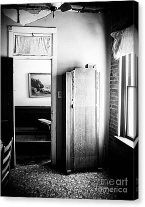 Mineola Beckham Hotel Room In Bw Canvas Print by Sonja Quintero