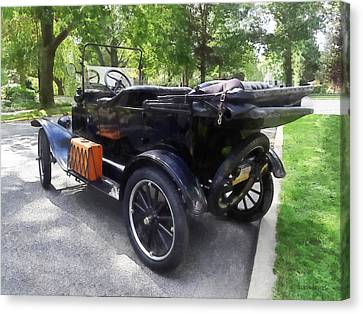 Model T With Luggage Rack Canvas Print