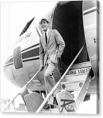 Model Wearing A Deansgate Suit Canvas Print by Richard Waite