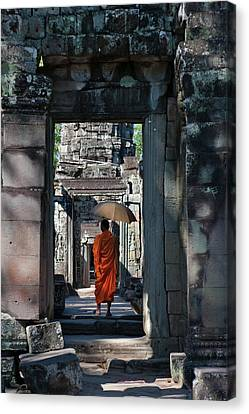 Monk With Buddhist Statues In Banteay Canvas Print by Keren Su