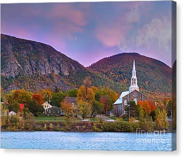 Mont-saint-hilaire Quebec On An Autumn Day Canvas Print