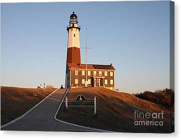 Canvas Print featuring the photograph Montauk Lighthouse Entrance by John Telfer