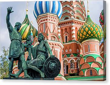 Monument To Minin And Pozharsky Canvas Print by Tom Norring
