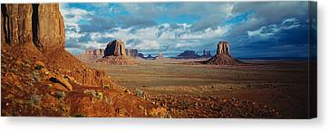 Monument Valley, Utah, Arizona, Usa Canvas Print