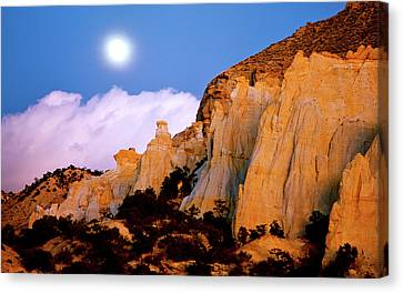Moonrise Over The Kaiparowits Plateau Utah Canvas Print by Ed  Riche